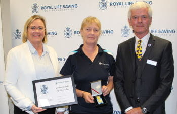 Wendy Quint receiving her award from Beyond Bank's Georgie Nicholas and RLSSWA President Colin Hassell