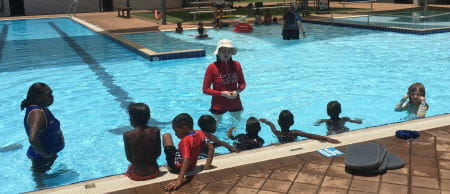 Niamh Hurley teaching children in the pool at Fitzroy Crossing