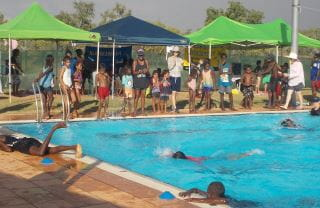 Warmun children gathered in and around the pool for their swimming carnival