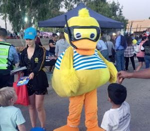 Dippy Duck meeting children at the Welcome to Hedland event