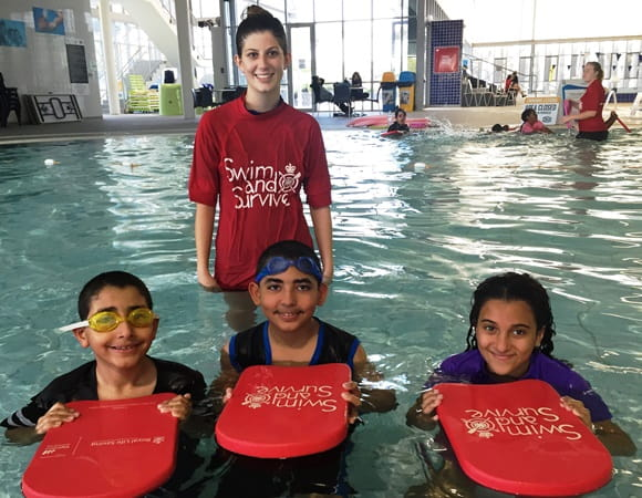 swim and survive lesson with instructor and students
